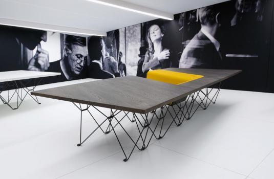 sittable von prooff ein designtisch design m bel. Black Bedroom Furniture Sets. Home Design Ideas