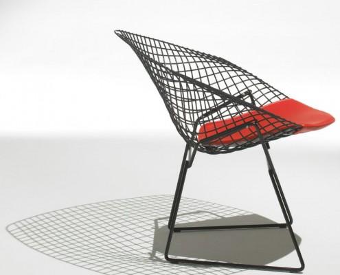 Bertoia entwarf diesen schönen Sessel