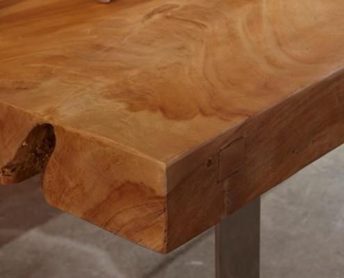 Massiver Esstisch aus Stahl und Teakholz mit 226 Kilogramm