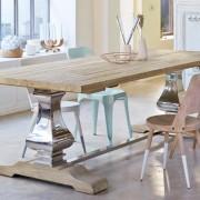 Esstisch aus Metall und Pinienholz