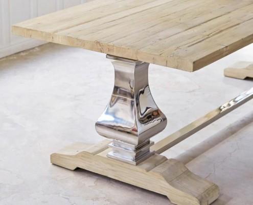 Esstisch aus Metall und Pinienholz - Metallfuß und Tischplatte