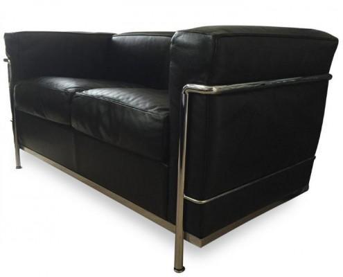 Ein echter Klassiker ist das 3 sitzige Sofa LC2