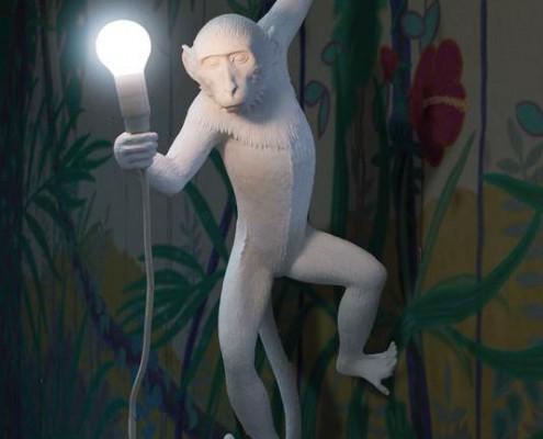 Wandlampe in Affenform