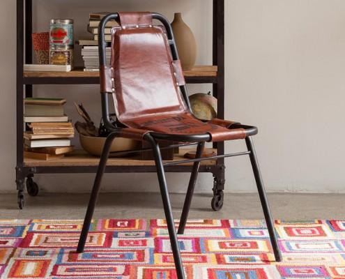 Stuhl aus Leder und Eisen