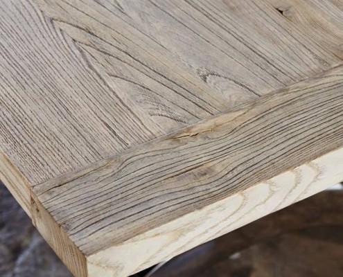 Ulmenholz ist hart und zäh und dadurch gut für Tischplatten geeignet