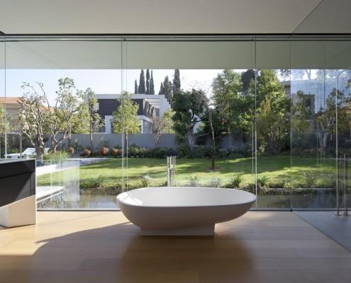 Float House, eine Badewanne fast im Garten