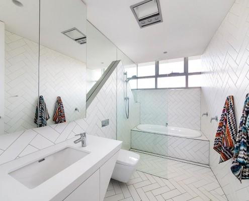 Badezimmer ganz in weiß