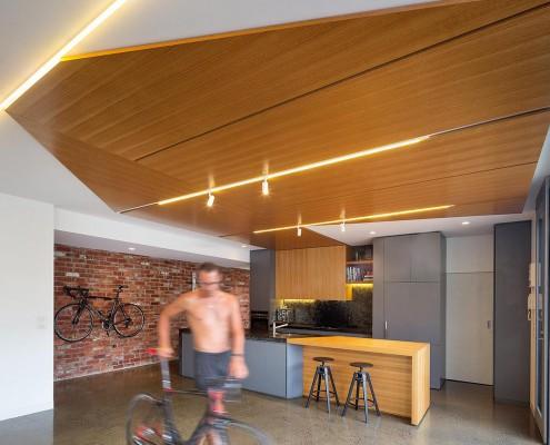 Küche mit Platz für ein Fahrrad