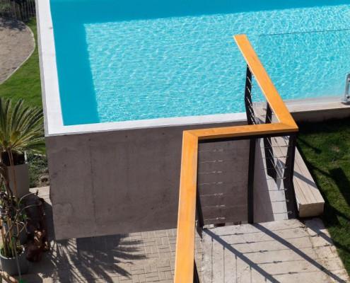 Ein Pool als Balkon