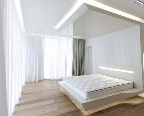 Schlafzimmer mit schwebendem Bett