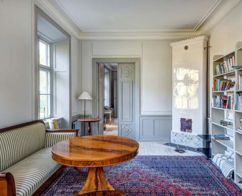 Wohnzimmer mit schönem Teppich