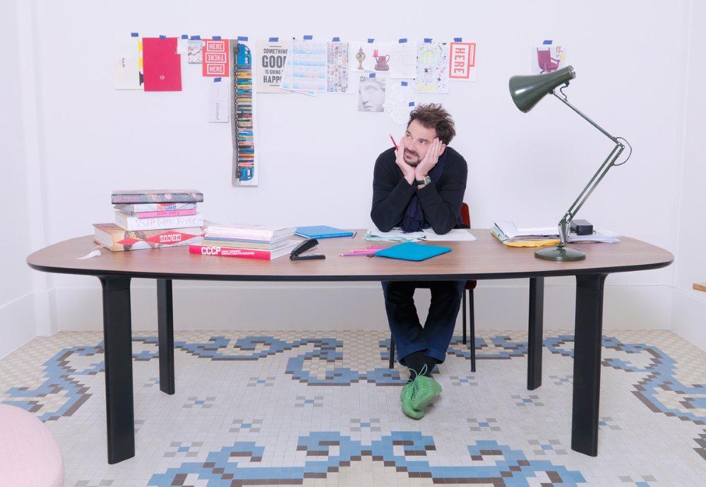 Analog Tisch von Arne Jacobsen