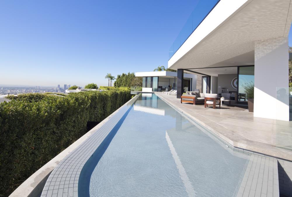 Pool und Blick über Hollywood