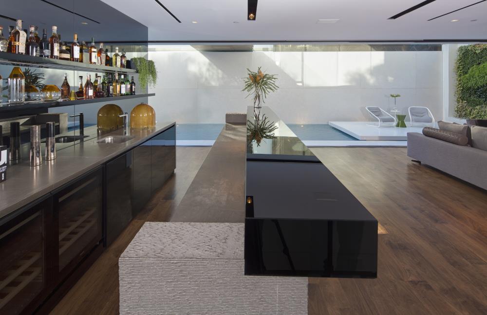 wohnideen aus hollywood von paul mcclean design m bel. Black Bedroom Furniture Sets. Home Design Ideas