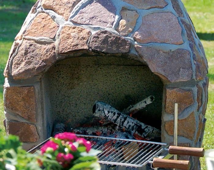 Grillkamin aus Naturstein eignet sich auch als Feuerplatz