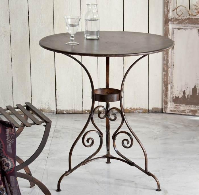 Gartentisch oder Balkontisch im Vinatge-Stil