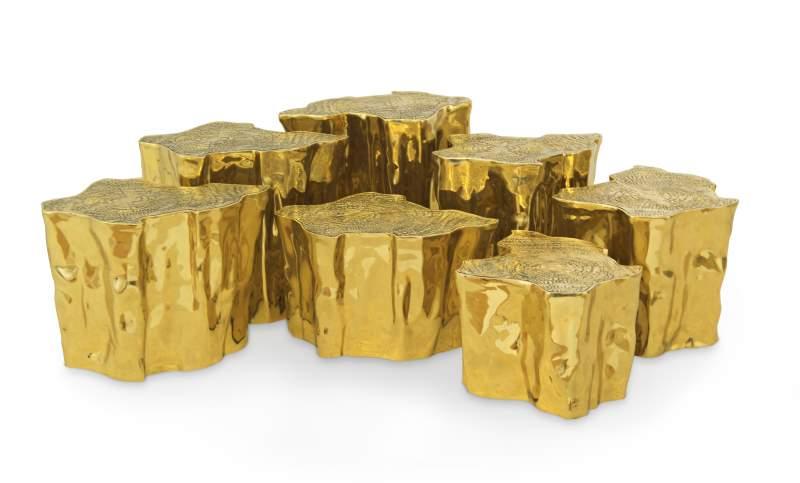 Holzstämme aus Gold sind das Grundelement dieses Couchtisches