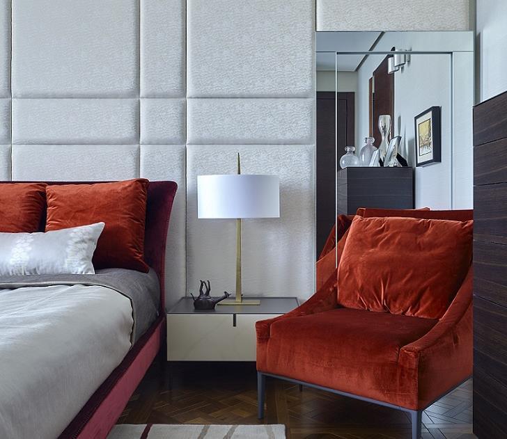 Schlafzimmer mit noblen Designerlampen - Detail