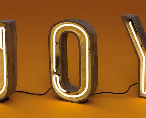 Leuchtbuchstaben JOY