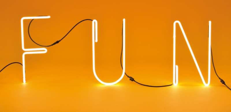 leuchtbuchstaben als besondere wandbeleuchtung design m bel. Black Bedroom Furniture Sets. Home Design Ideas
