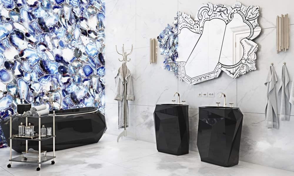Badezimmer mit tollem Spiegel