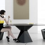 Vertex Sessel und Tisch von Karim Rashid für Vondom, Bild Vondom