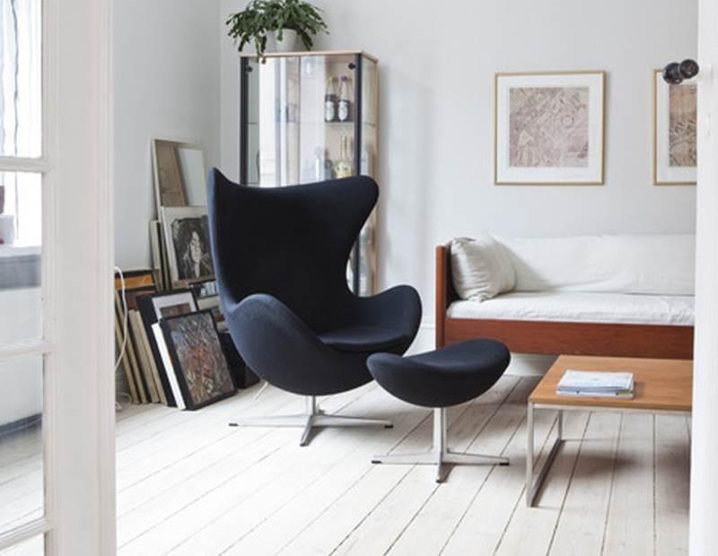 Ei Sessel mit Hocker in Stoffbezug