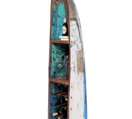 Ein Boot aus Bali als Weinregal
