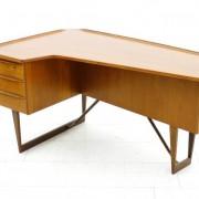 Asymmetrischer Teakholz Schreibtisch von Løvig Nielsen