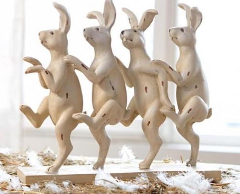 Tanzende Osterhasen
