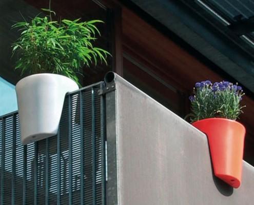Planzbehälter für den Balkon mit Kräuter zum grillen