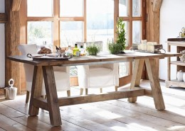 Esstisch für 12 Personen im rustikalen Stil
