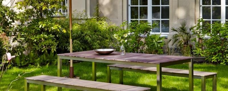 Gartentisch aus Teakholz und Edelstahl