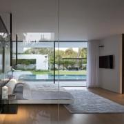 Float House, große Glasfronten prägen das Haus