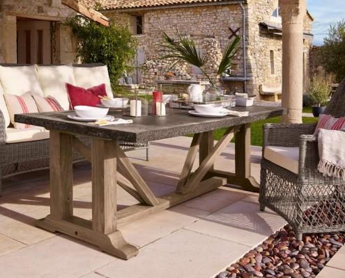 Außergewöhnlicher Gartentisch