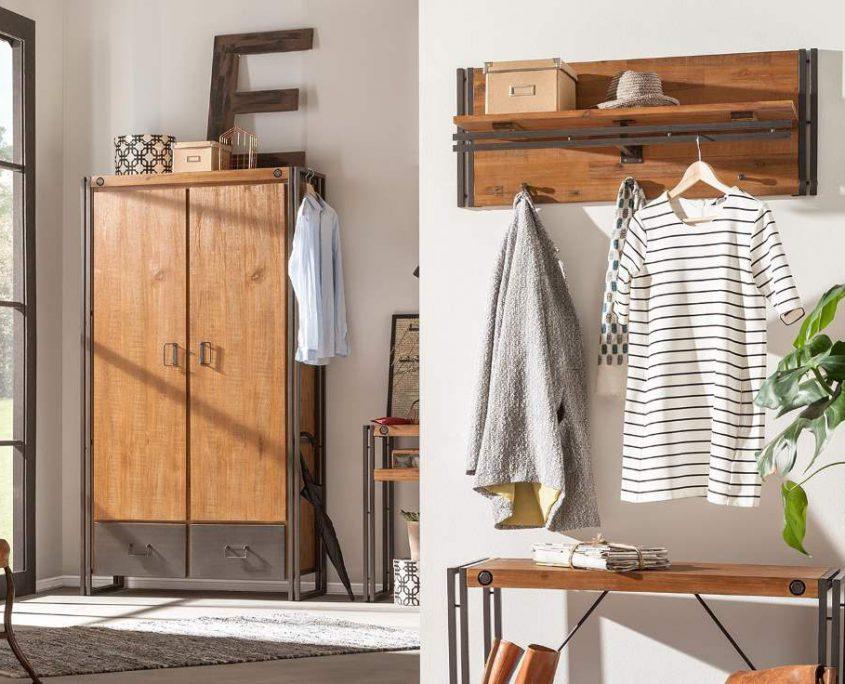 Garderobenschrank Holz im Flur