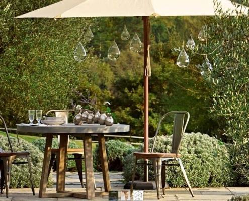 Romantische Plätze und Gartenmöbel