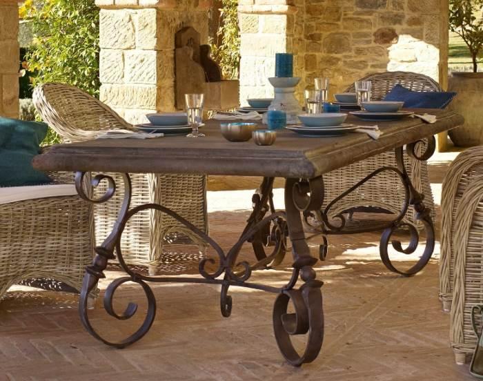 Romantischer Tisch für den Garten